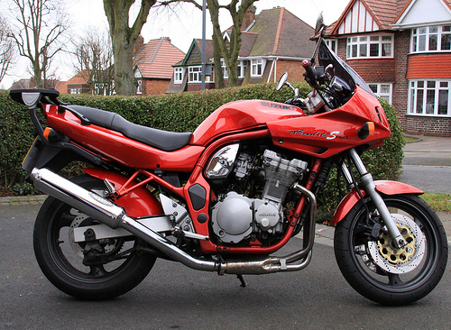 "Suzuki Bandit 600, Quelle: <a href=""http://www.flickr.com/photos/hisgett/3306121271/"">Flickr</a>"